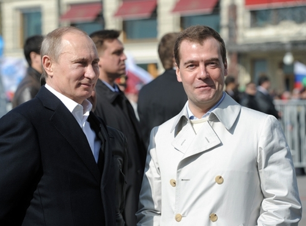 Президент и Правительство России обеспечивают государственную поддержку потребительской кооперации.